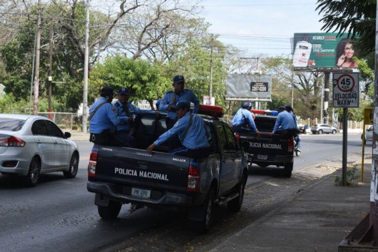 Policía orteguista rodea las instalaciones de la UCA por protesta de estudiantes. Foto: La Prensa