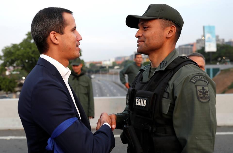 Militares venezolanos se sublevan contra Nicolás Maduro y liberan a Leopoldo López. foto: tomada de internet