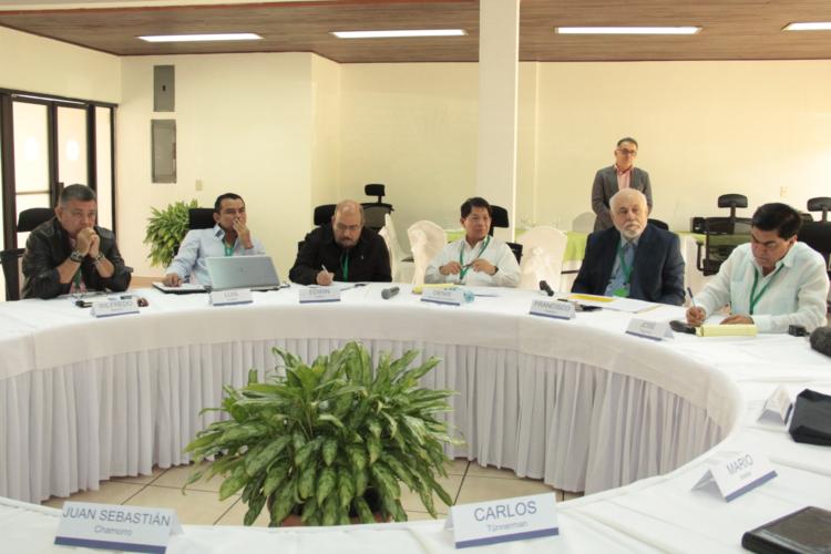 Negociadores del gobierno siguen sin aflojar en adelanto de elecciones. foto: tomada de internet.