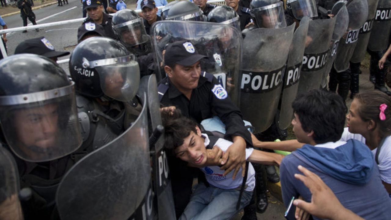 Nicaragüenses sufren arrestos ilegales de la Policía orteguista. Foto: Tomada de la web.