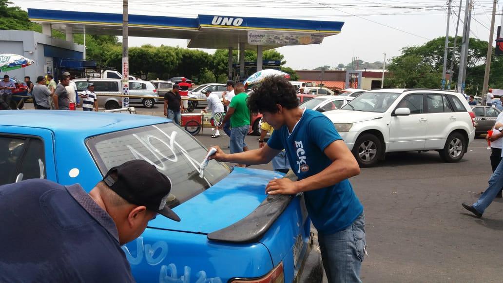 Taxistas protestando por alza de combustible en mayo de 2018. Foto: María Gómez/Artículo66