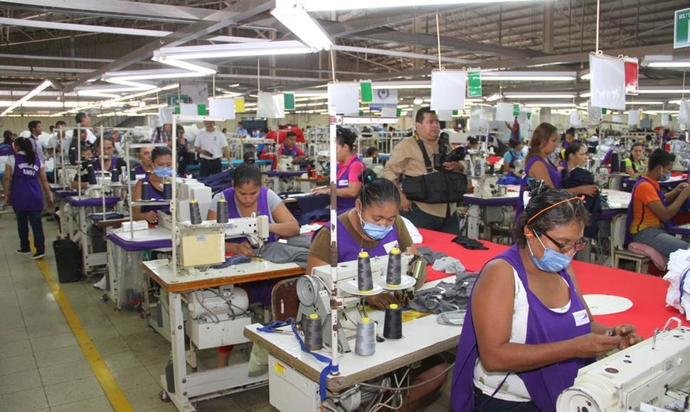 Mujeres trabajando en maquilas. Foto: Vos tv.