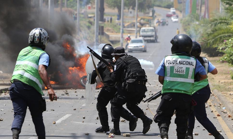 Represión estatal a cargo de la policía orteguista. foto: tomada de internet.