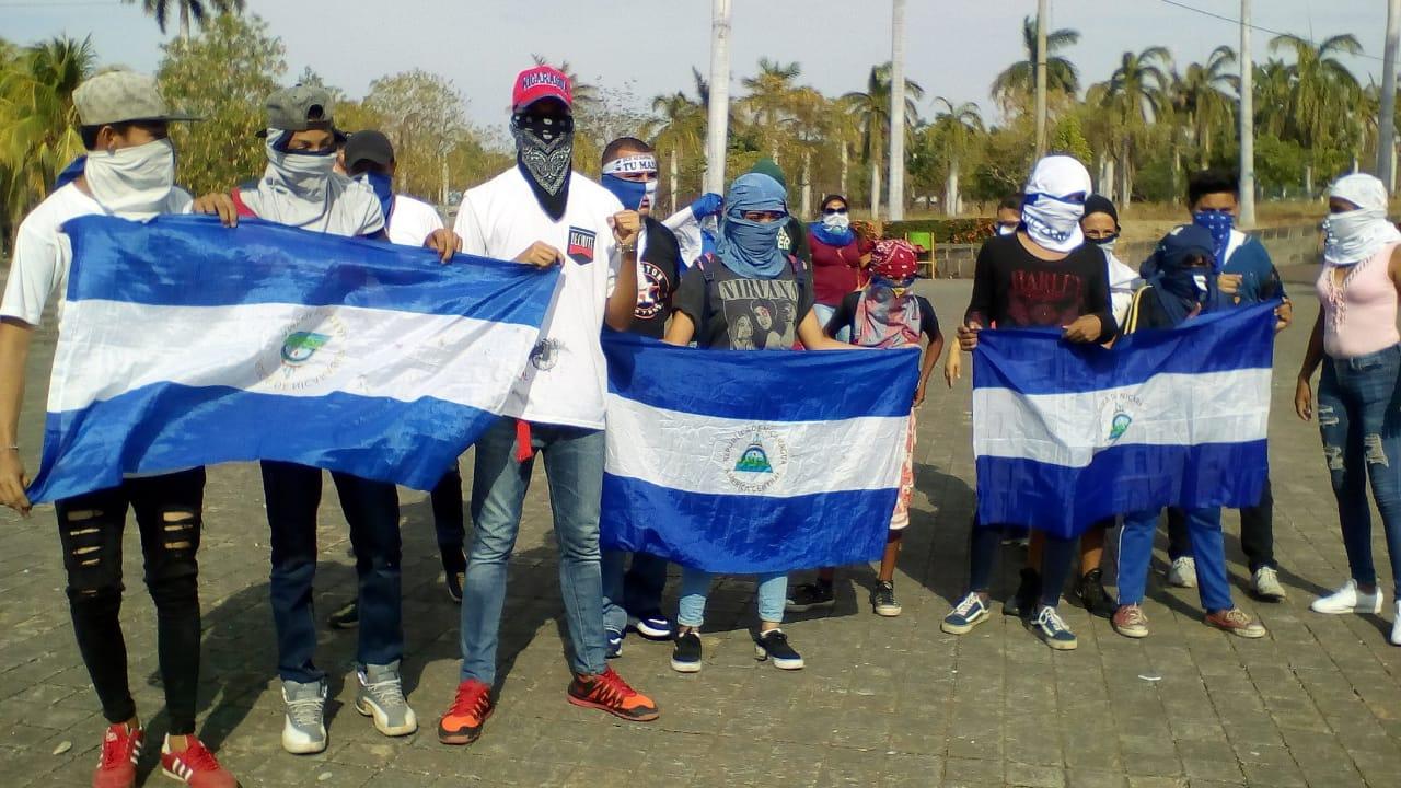 Jóvenes vuelvieron a protestar en predios de la Catedral de Managua. Foto: Cortesía