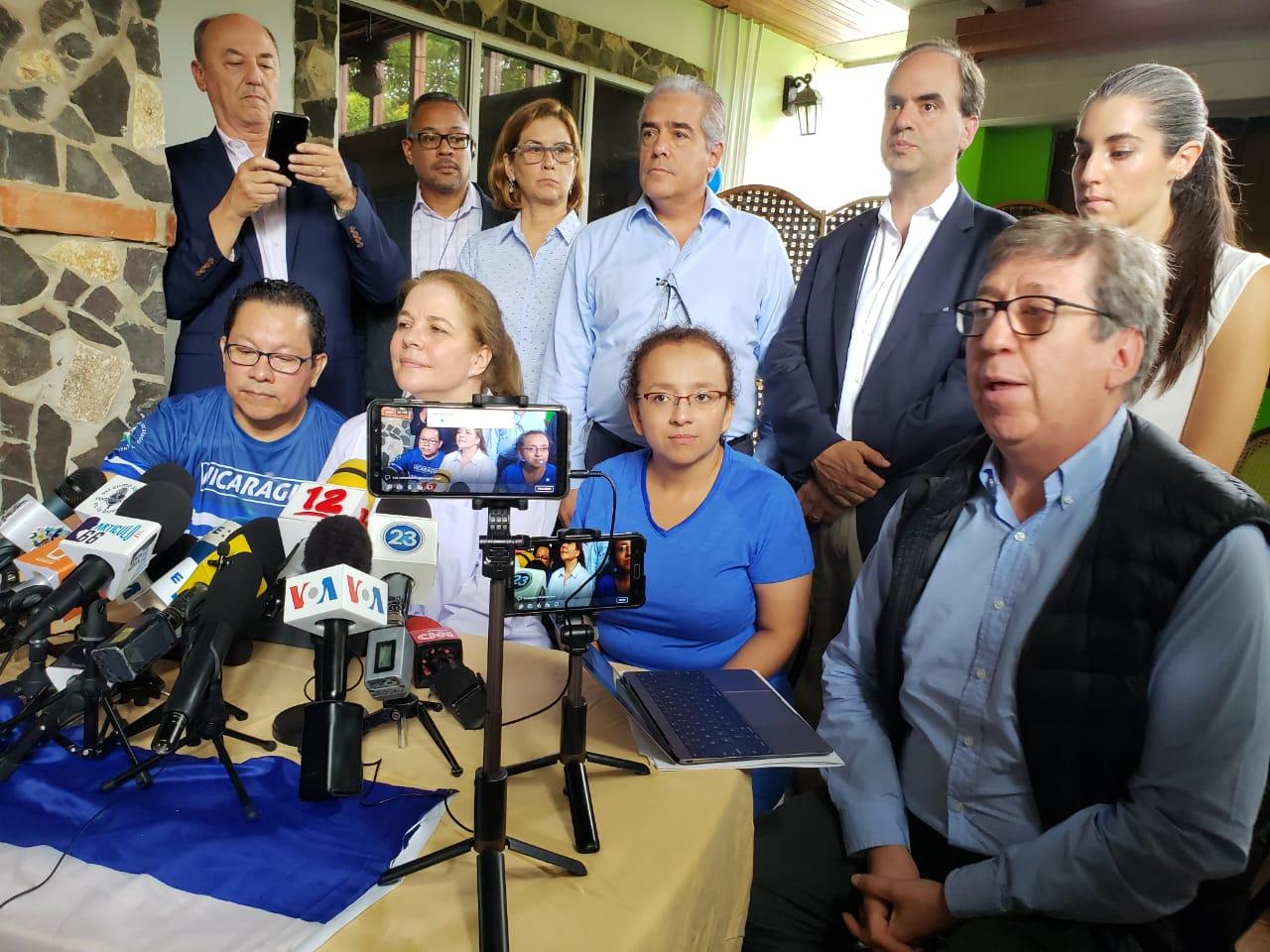 SIP se reune con periodistas Miguel Mora y Lucía Pineda Ubau, liberados bajo la Ley de Amnistía, impuesta por el dictador Daniel Ortega. Foto: Geovanny Shifman/Artículo66