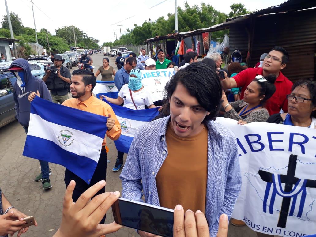 """Exreos de la dictadura protestan en """"La Modelo"""" exigiendo la liberación de los demás presos políticos. Foto: Noel Miranda"""