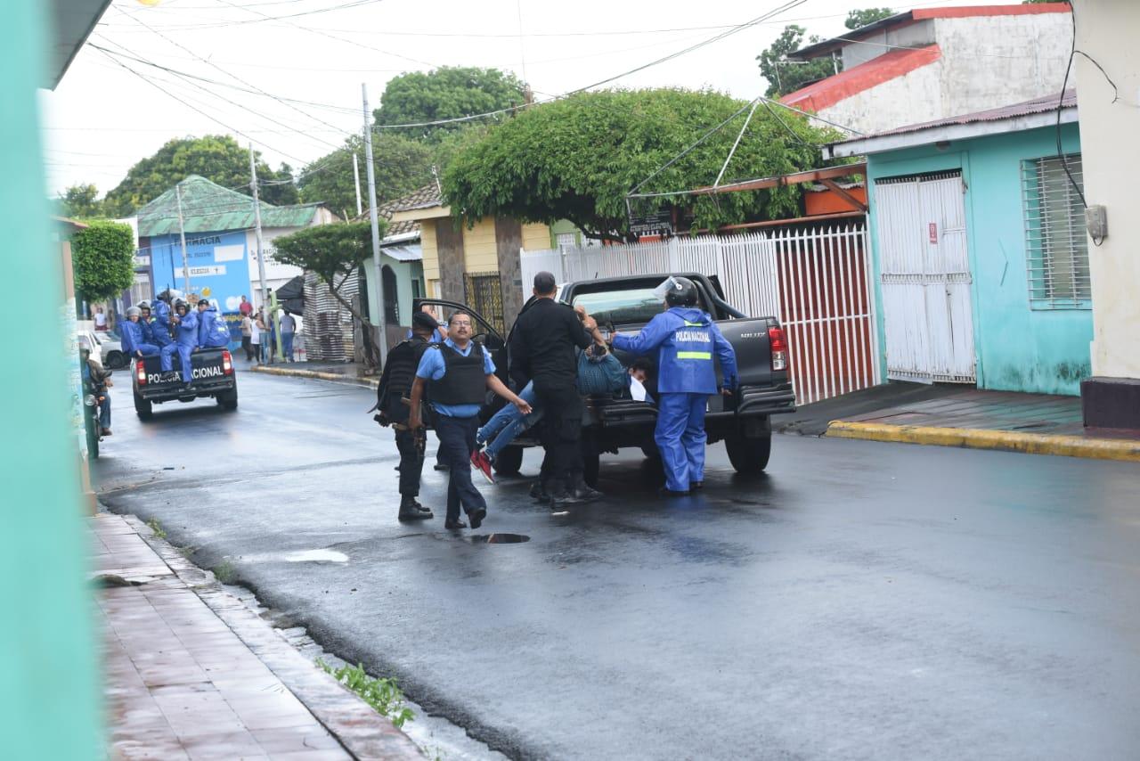 Momento del secuestro a los adolescentes. Foto: Manuel Esquivel/Cortesía