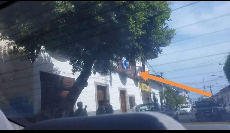 Secuestran a cuatro leonesas por poner chimbombas azul y blanco en su casa. Foto: Tomada de Facebook