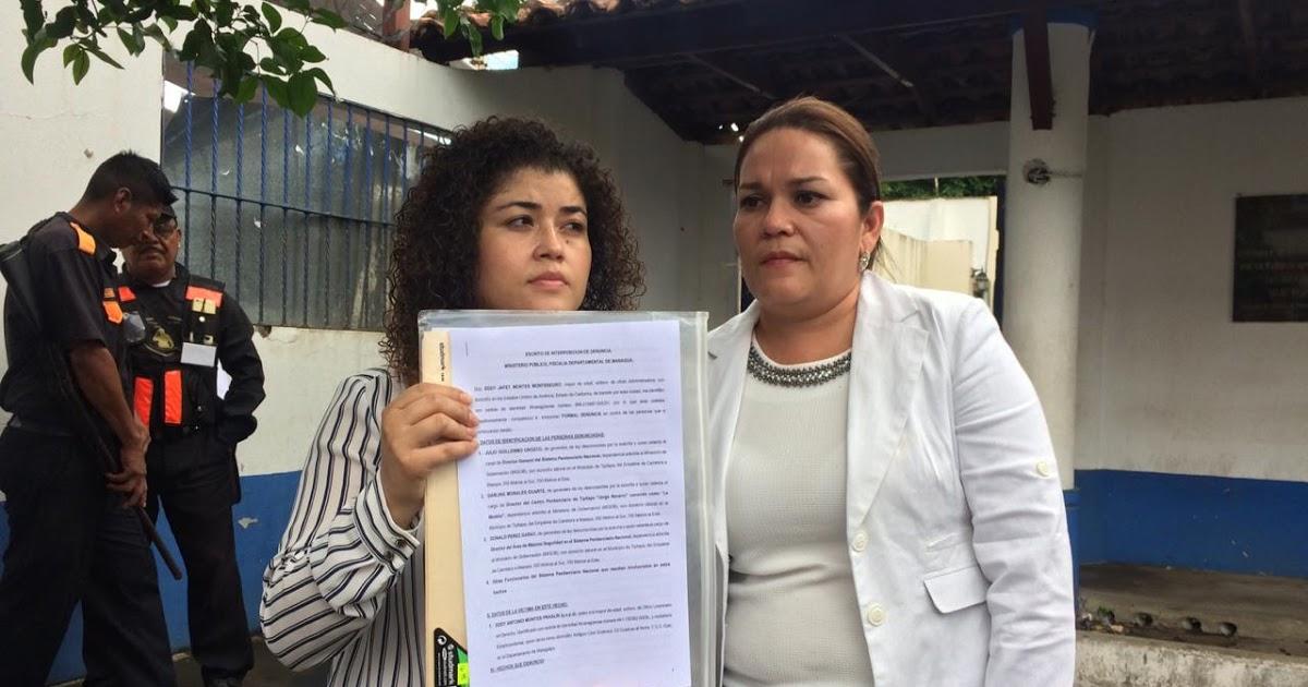 Eddy jafet Montes, hija del preso político Eddy Montes Praslin, y la abogada Leyla Prado, durante la presentación de la denuncia en la Fiscalía contra los tres carceleros de la dictadura. Foto: Cortesía