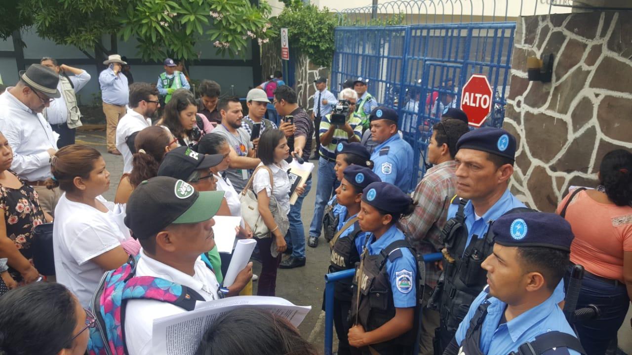 Bajo asedio policial, Madres de Abril recurren contra Ley de Amnistía. Foto: Artículo 66