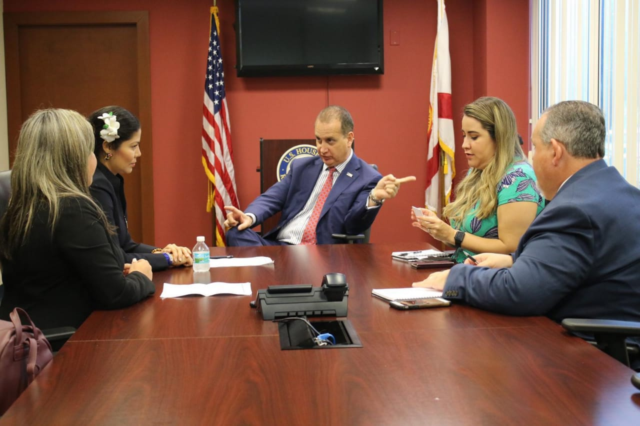 Exrea política Irlanda Jerez se reúne con el congresista estadounidense Mario Díaz Balart. Foto: Cortesía