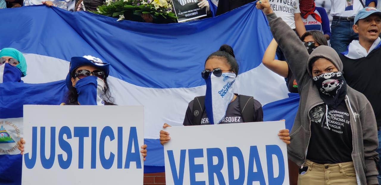 Estudiantes realizan plantón en la UCA y se preparan para salir a marchar. Foto: Artículo 66