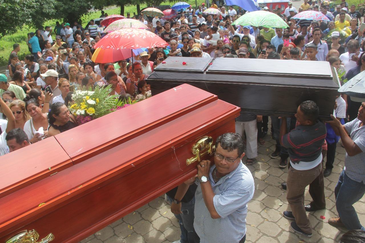 Policía de León asedia misa de aniversario por los tres jóvenes asesinados en Sutiaba. Foto: La Prensa / Archivo