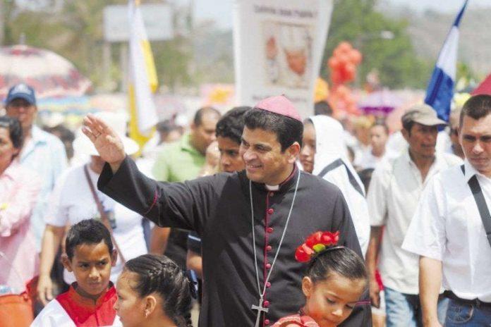 Monseñor Rolando Álvarez denuncia que paramilitares lo estaban esperando pero los feligreses lo custodiaron y enfrentaron a los armados