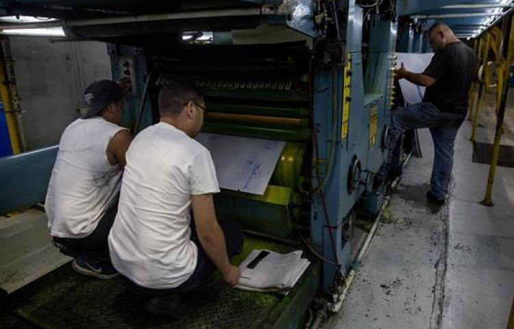 La retención ilegal de los materiales para la impresión de La Prensa obligó hasta el 70 por ciento en reducción del número de páginas. Foto: Cortesía