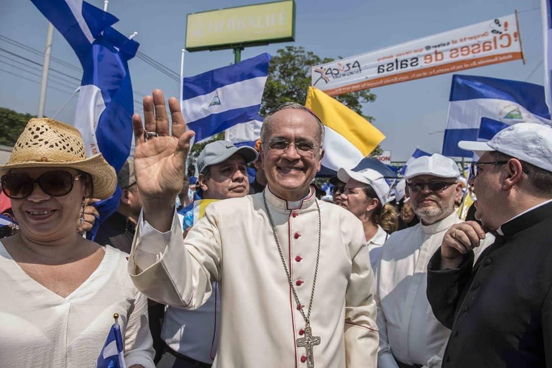 Monseñor Silvio Báez en una de las marchas en Nicaragua en medio de la crisis sociopolítica. Foto/Cortesía: Radio Universidad 102.3 FM