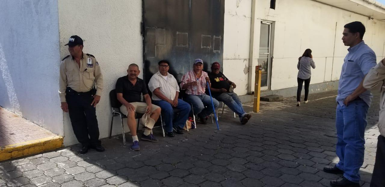 Policía rodea a cuatro autoconvocado que protestaban en contra de la dictadura de Daniel Ortega