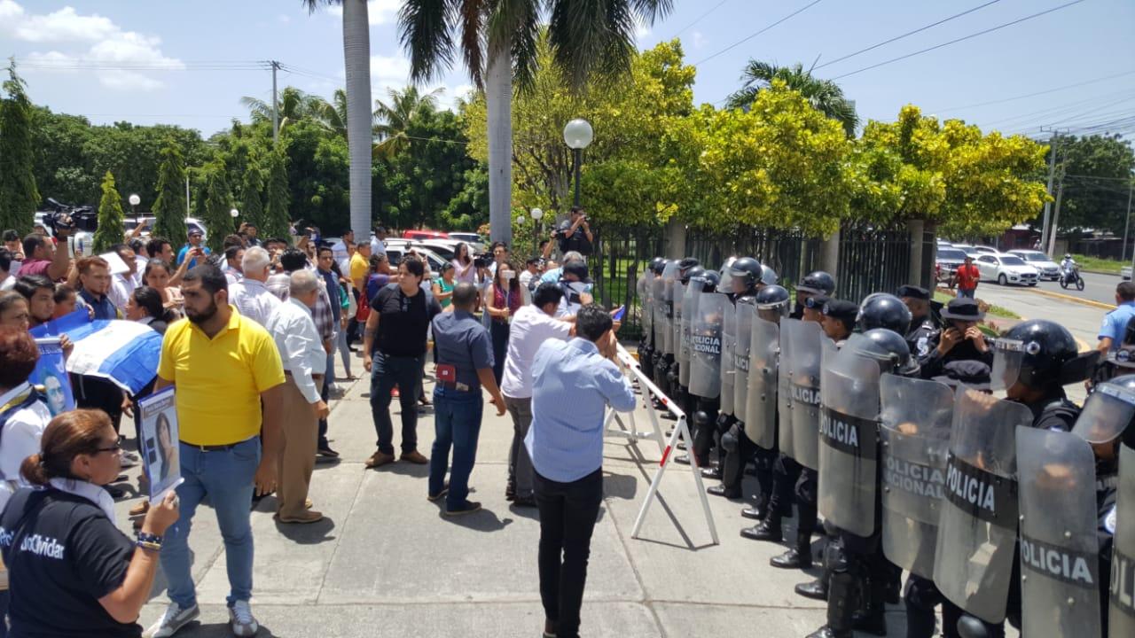 Órgano represor del régimen de Ortega, mantiene el asedio en toda la capital y en los lugares de reunión de la oposición. Foto: Artículo 66