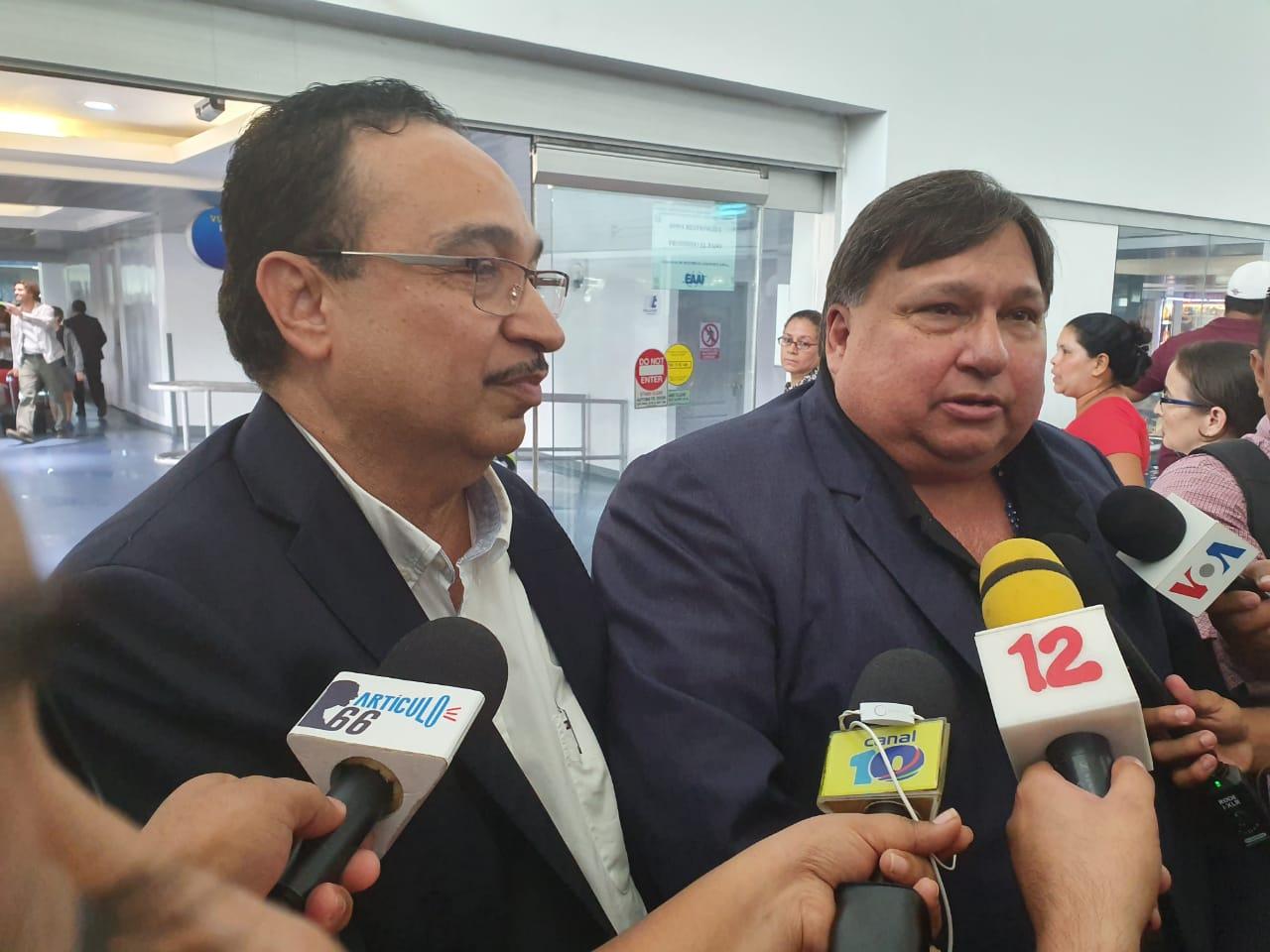 Jaime Arellano y Aníbal Toruño regresan a Nicaragua, tras nueve meses de exilio