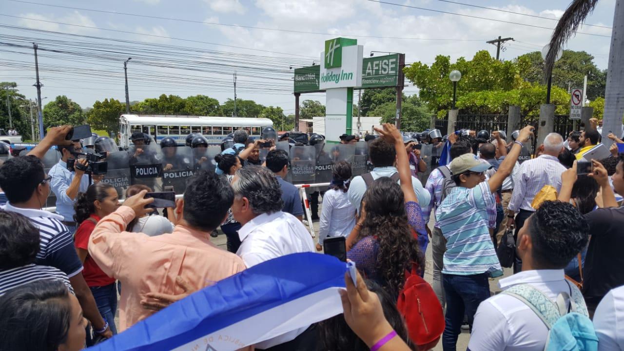 Piquete exprés para exigir justicia por los asesinados y libertad por los presos políticos. Foto: Artículo 66