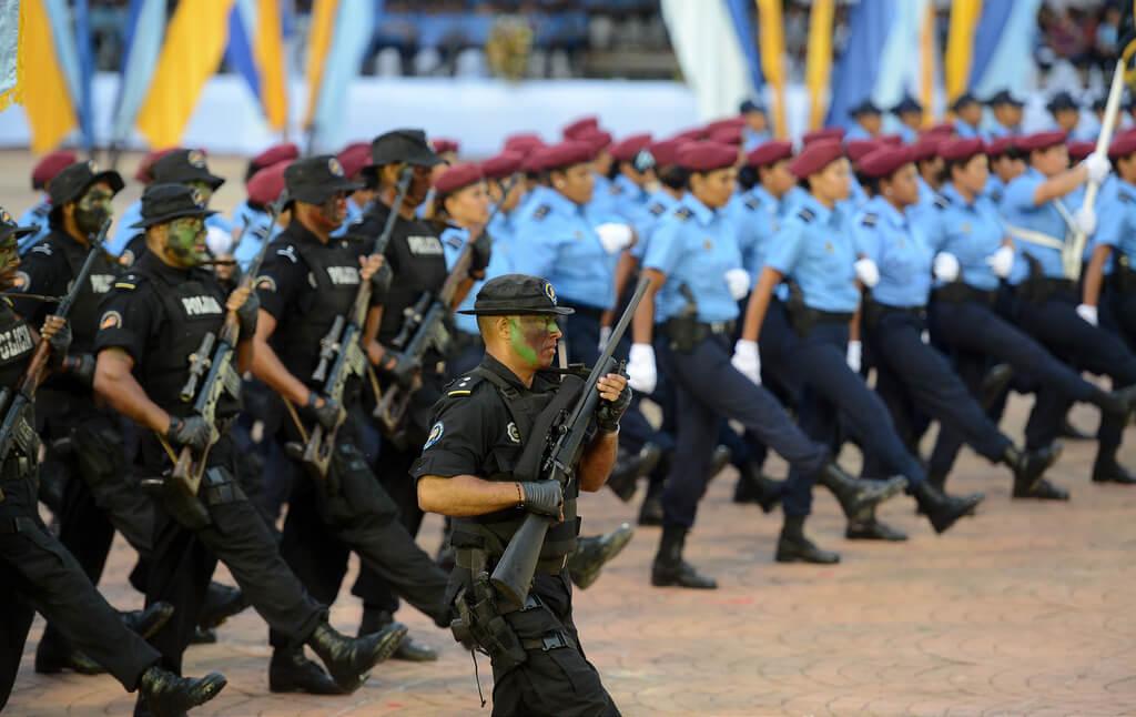 Desfile del 40 aniversario de la Policía orteguista. Foto: Confidencial.