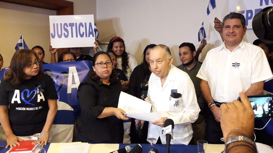 Madres de Abril, Alianza Cívica y movimientos sociales firman convenio de entendimiento con el objetivo de lograr la democratización del país. Foto: Karen Díaz/Artículo66