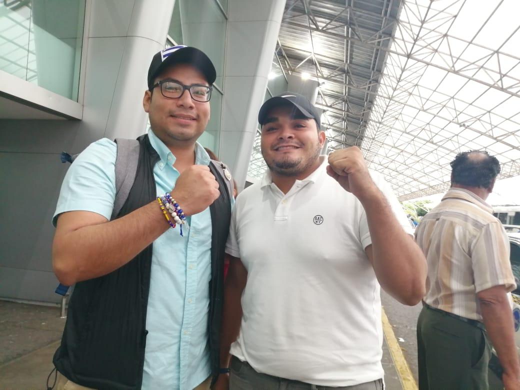Yubrank Suazo junto al exreo político Byron Estrada. Foto: Noel Miranda/Artículo 66