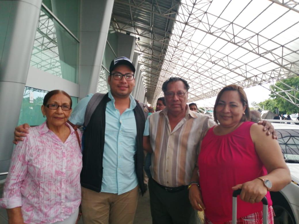 Familia de Yubrank Suazo llegan a recibirlo al aeropuerto internacional Augusto C. Sandino Foto: Noel Miranda/Artículo 66