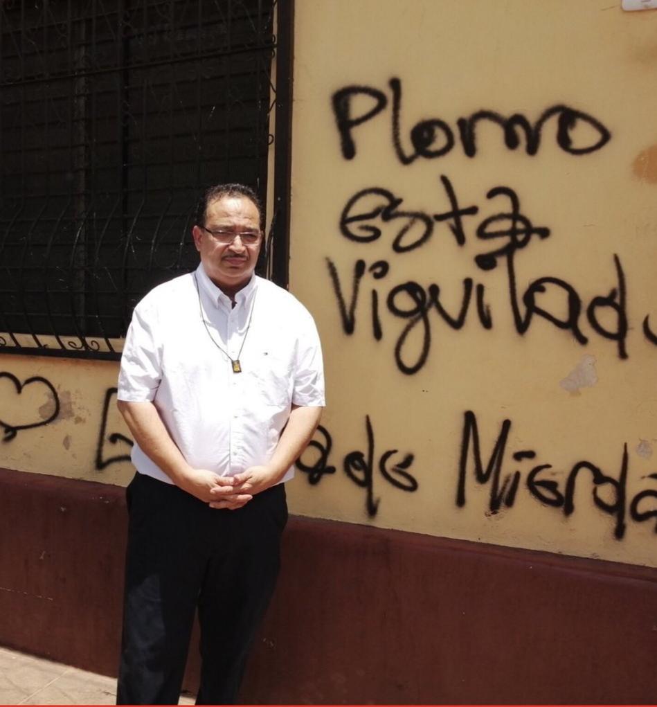 Aníbal Toruño, director de Radio Darío, llega a León en medio de asedio y amenazas. Foto: Cortesía