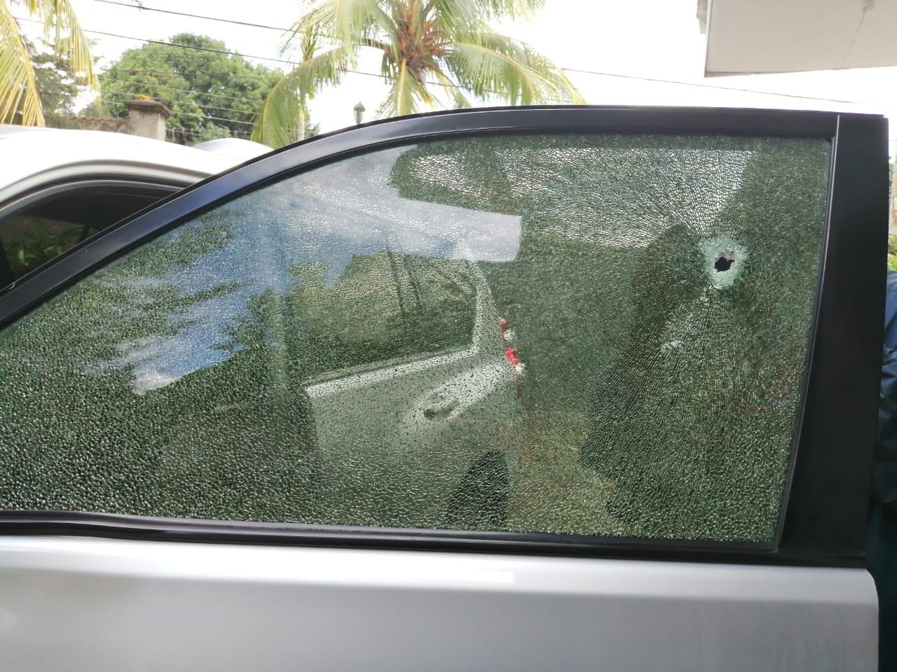 Así quedó la camioneta en que viajaban los empresarios a León tras el ataque de las turbas. Foto: Noel Pérez/Artículo 66