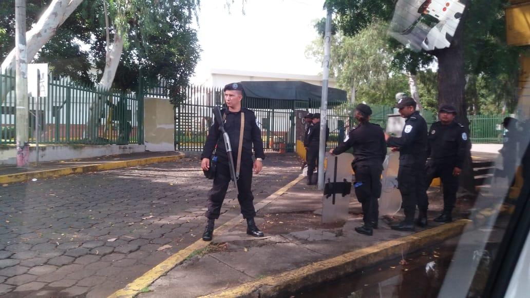 Los oficiales al servicio del régimen en la UCA. Foto: María Gómez/Artículo 66