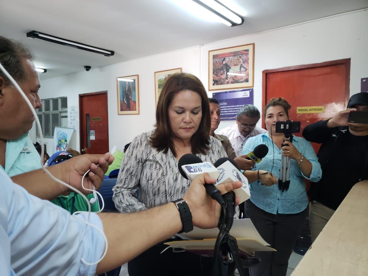 Abogada Leyla Prado presenta escrito ante la Fiscalía al cumplirse cuatro meses del crimen del preso político Eddy Montes. Foto: Artículo 66
