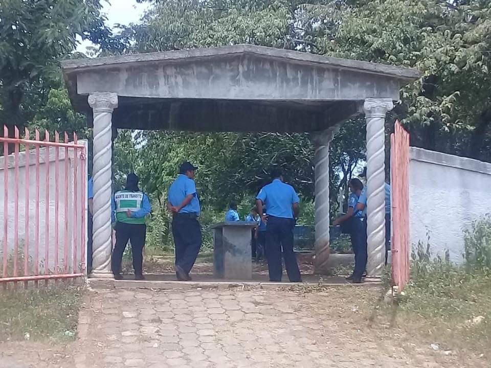Alarma entre vecinos de Pochomil por entierro de unos 10 cadáveres en una fosa común. Foto: Cortesía