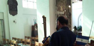 """Embajador orteguista en Bélgica salió """"bajito"""" por """"piquete"""" azul y blanco y vivas a Nicaragua. Foto: Cortesía"""
