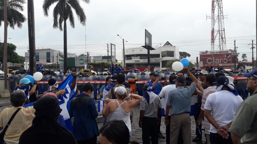 Policías orteguistas impidieron que los autoconvocados marcharan. Foto: Karen Díaz / Artículo 66