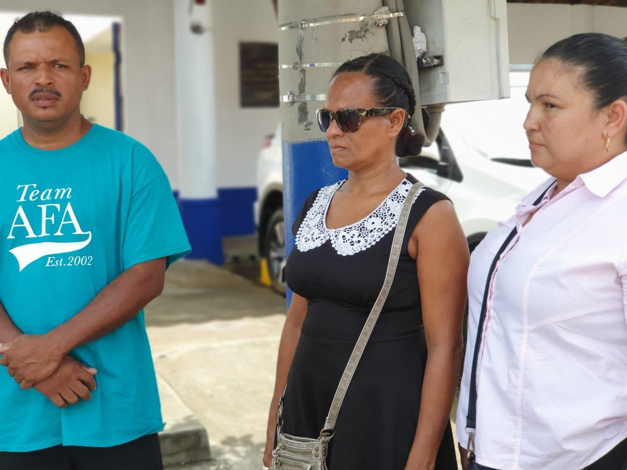 Familiares de Evans Taylor denuncian a la Policía de Bluefields que dejaron ahogarse al costeño. Foto: Á. Navarro/Artículo 66