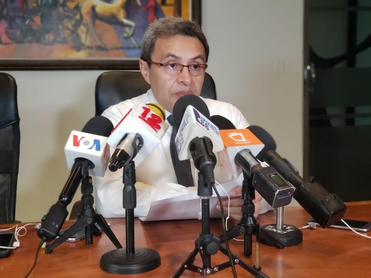 El abogado defensor del pueblo, Julio Montenegro durante la conferencia. Foto: G. Shiffman / Artículo 66