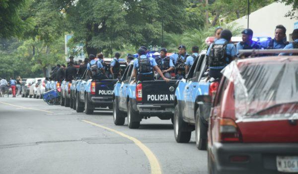 Guardia orteguista ataca con bombas aturdidoras a manifestantes
