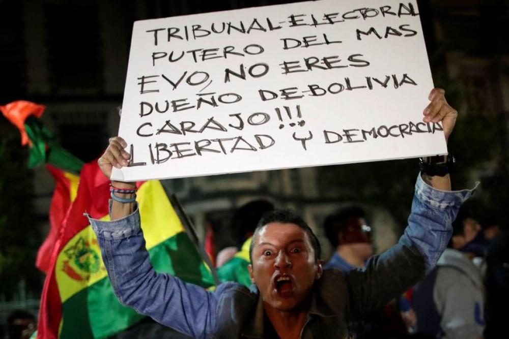 Bolivianos rechazan a Evo Morales y lo desafían con paro indefinido en repuesta al fraude electoral