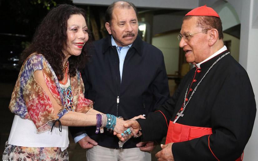 Daniel Ortega y Rosario Murillo junto al cardenal Miguel Obando y Bravo