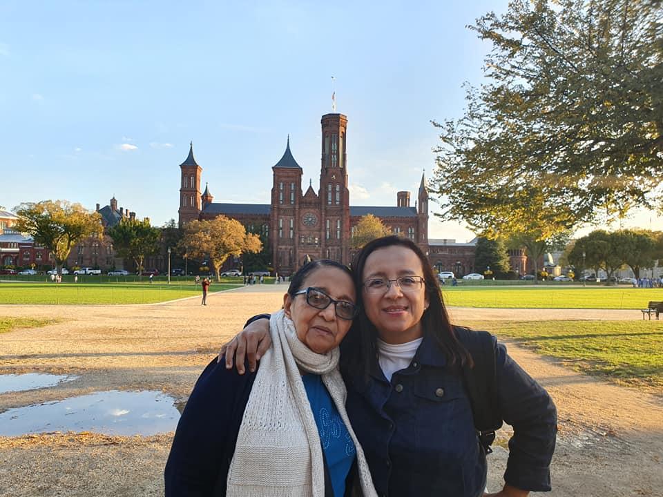 Periodista Lucía Pineda Ubau, acompañada de su mamá. Foto: Tomada de las redes sociales.