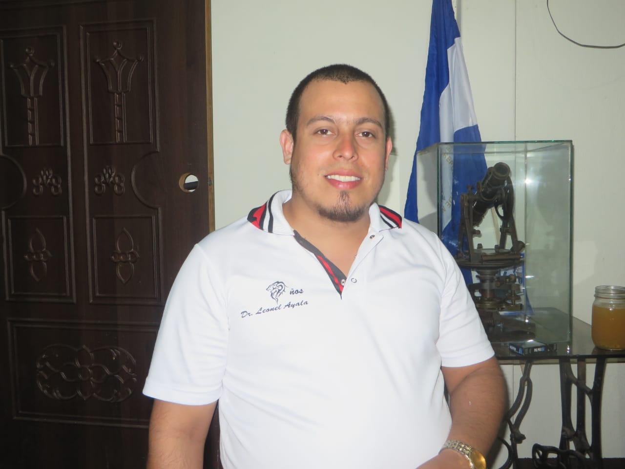 """Paramilitar orteguista amenazó con """"volarle la cabeza"""" al exreo político Santiago Fajardo. Foto: Noel Miranda/Artículo 66"""