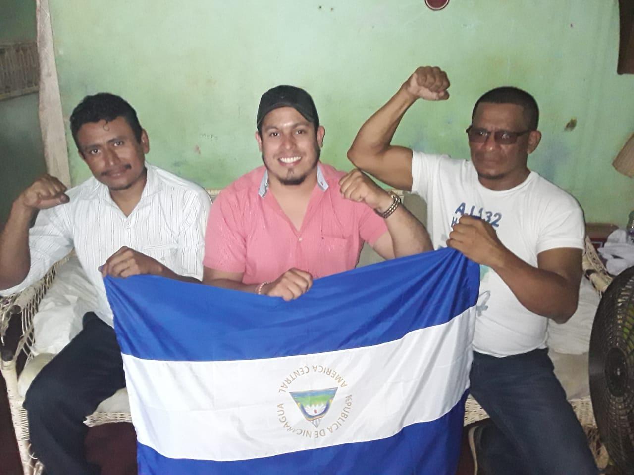 De izquierda a derecha: José Santos Sánchez, Santiago Fajardo, y Marlon Powell.