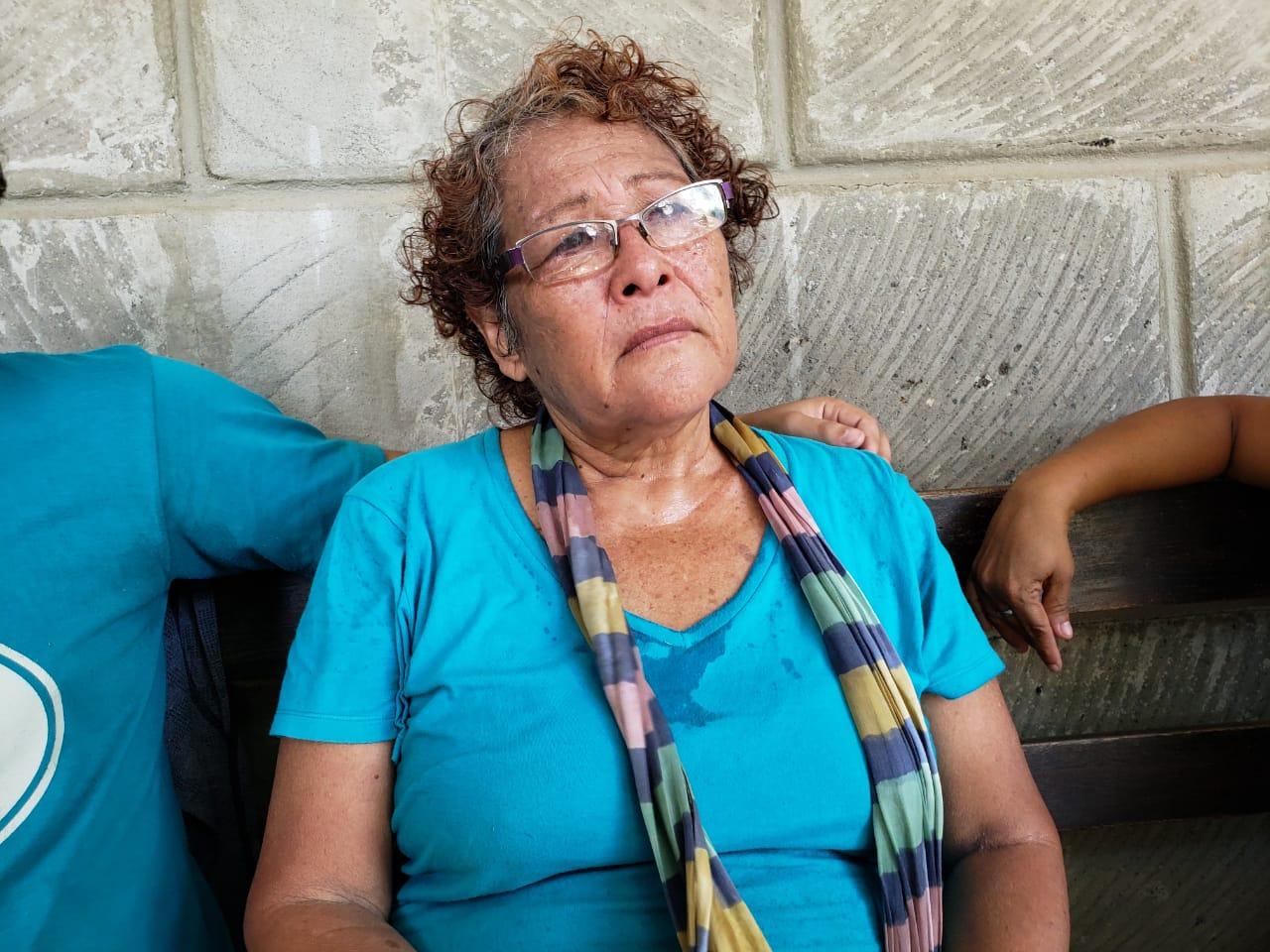 Policía orteguista retiene y agrede a activistas que intentaron llevar víveres a hablatón de presos políticos. Foto: G. Shiffman / Artículo 66