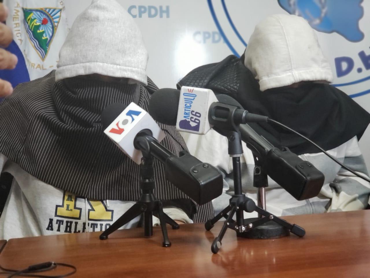 Hermanas denunciaron ante la CPDH el secuestro por paramilitares del que fueron víctimas la noche del lunes 21 de octubre. Foto: G. Shiffman / Artículo 66