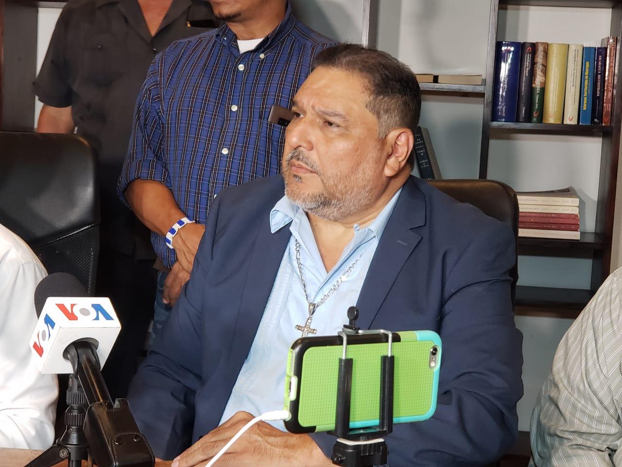 Abogado y notario público Manuel Urbina Lara. Foto: Geovanny Shiffman/Artículo 66