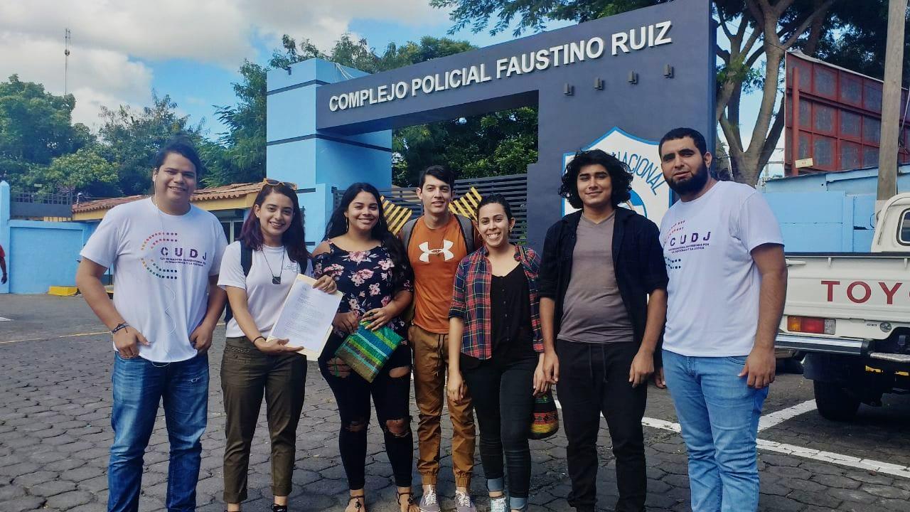 Miembros de la CUJD se presentaron al Complejo Judicial Faustino Ruiz para solicitar permiso.