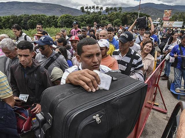 """Vicepresidenta de Costa Rica asegura que los nicaragüenses son """"una carga pesada"""""""