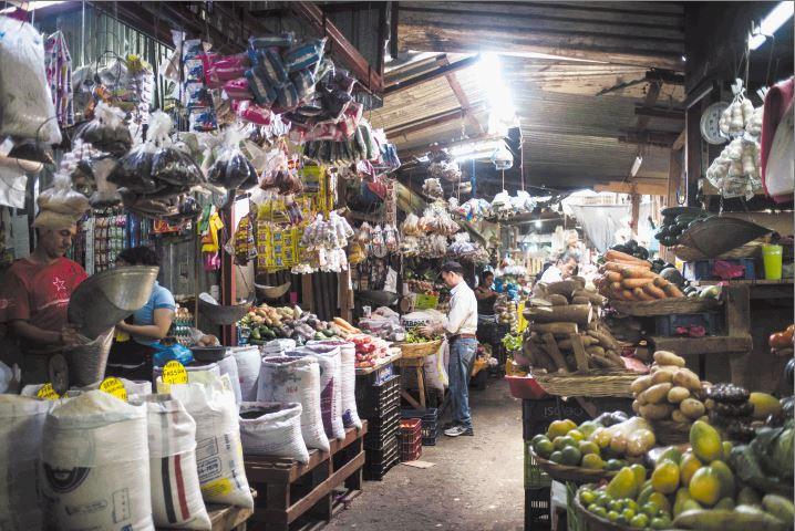 Nicaragüenses sufren cada vez más el alza de los precios de los productos básicos