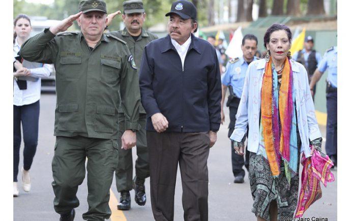 Daniel Ortega y Rosario Murillo junto al jefe del Ejército de Nicaragua Julio César Avilés. Foto: El 19 Digital